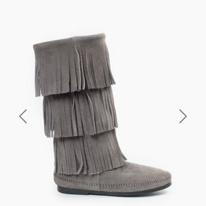 Minnetonka Suede 3 Layer Fringe Boot Gray Size 8